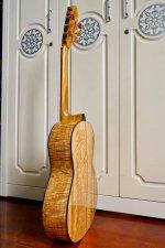 Guitar Hoang Dalat Maple 1.jpg