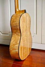 Guitar Hoang Dalat Maple 2.jpg