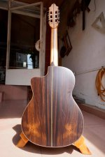 Guitar made by Hoang Dalat 4.jpg